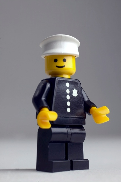 120514 1978 Police Officer Minifigure