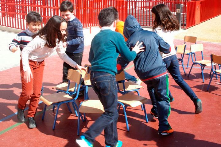 Las sillas musicales dale tiempo al juego for Sillas para jugar a la play